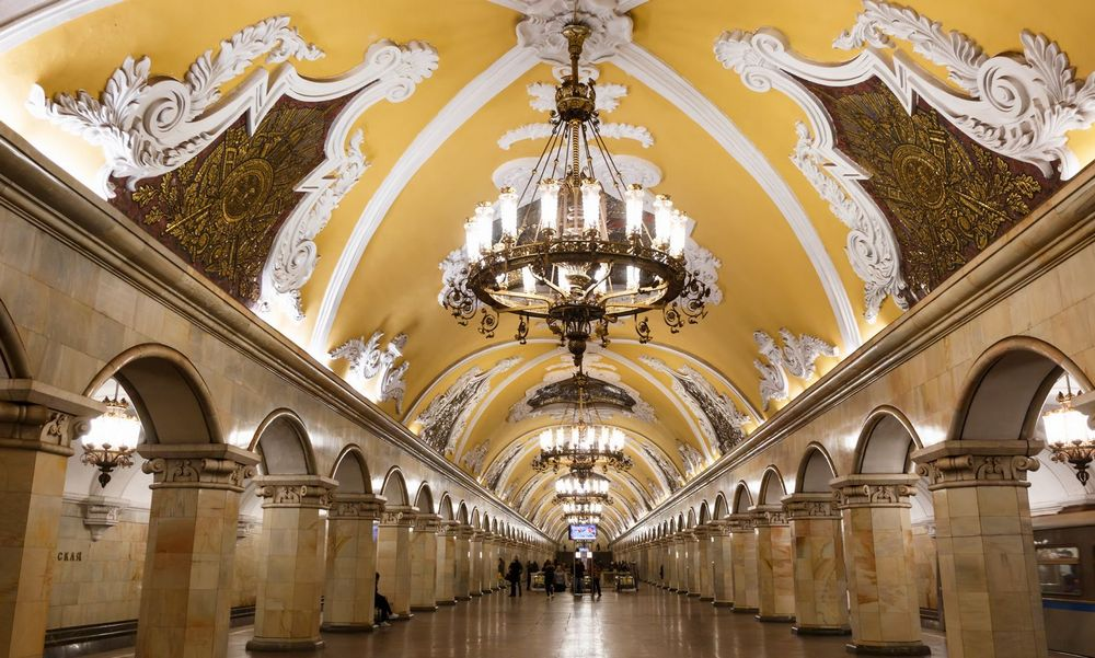 Metro Tour and Pushkin art Museum